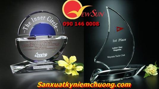 Chuyên làm kỷ niệm chương pha lê tại Hà Nội chất lượng !!